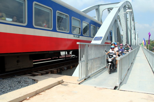 Sau sự cố sập cầu Ghềnh, Bộ GTVT cho xây lại cầu mới với kinh phí hơn 300 tỷ đồng. Ảnh: Phước Tuấn
