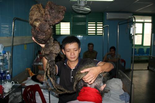 cu-ong-hon-30-nam-khong-cat-toc