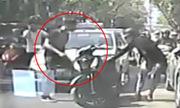 Video chạy SH tạt đầu taxi khiến bạn gái què chân xem nhiều tuần qua