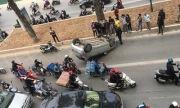 Ôtô 4 chỗ lật ngửa trên làn xe buýt nhanh BRT Hà Nội