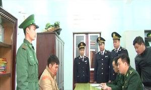 Bắt giữ hơn 600kg pháo lậu vận chuyển vào Việt Nam