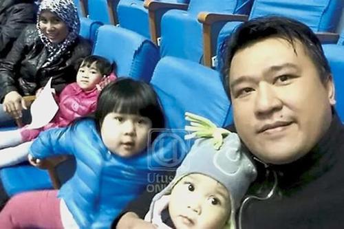 Mohd Nor Azrin Md Zain cùng vợ conở Bình Nhưỡng. Ảnh: The Star