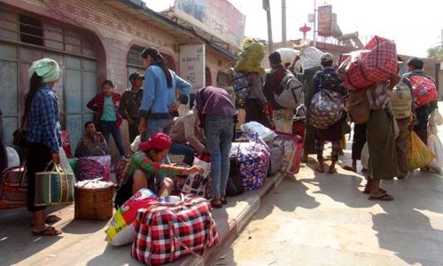 Người tị nạn Myanmar ở gần biên giới với Trung Quốc. Ảnh: Reuters