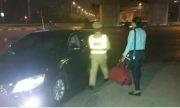 Cảnh sát dùng ôtô đưa người lỡ xe, mất cắp kịp về nhà đón Tết