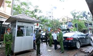 Hàng loạt xe sang đỗ vỉa hè cơ quan nhà nước bị phạt