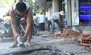 Người Sài Gòn bỏ tiền triệu đập bậc thềm trả lại vỉa hè