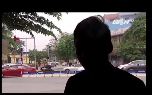 chu-quan-bia-noi-duoc-cong-an-tao-dieu-kien-de-xe-tren-via-he