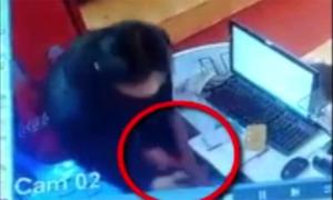 Trộm điện thoại trong tiệm mỳ cay ở Sài Gòn