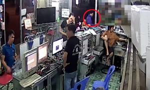Chủ cửa hàng mất điện thoại vì quay vào lấy đồ