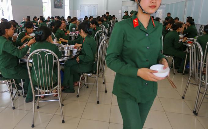 Cuộc sống của 100 cô gái sau một tháng nhập ngũ