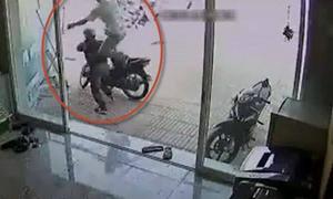 7 tên trộm xe máy bị rượt đánh 'thừa sống thiếu chết'