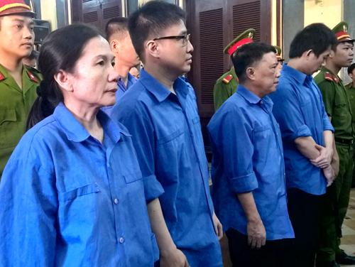 nu-giam-doc-ngan-hang-tham-o-hon-2600-cay-vang-hau-toa