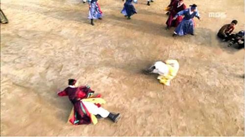 nhung-loi-hai-huoc-trong-phim-co-trang-han-quoc-4