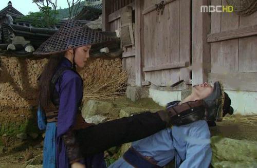 nhung-loi-hai-huoc-trong-phim-co-trang-han-quoc-7