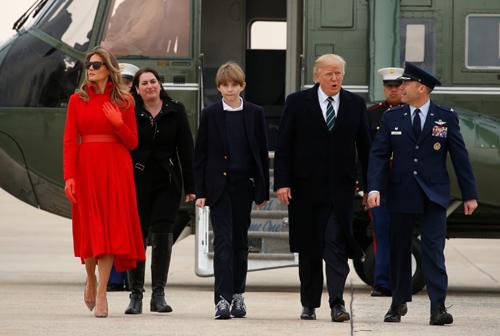 Gia đình ông Trump tạisân bay căn cứ không quân Andrews