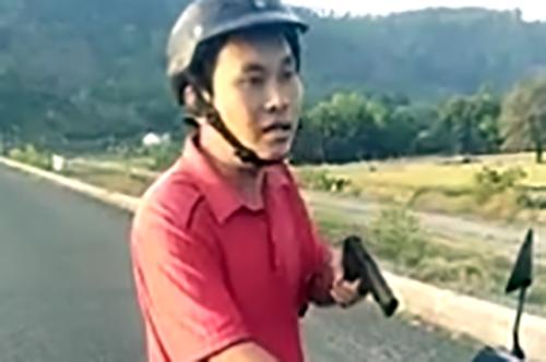 pho-phong-nong-nghiep-rut-sung-cong-cu-ngan-nguoi-vao-ho-thuy-loi