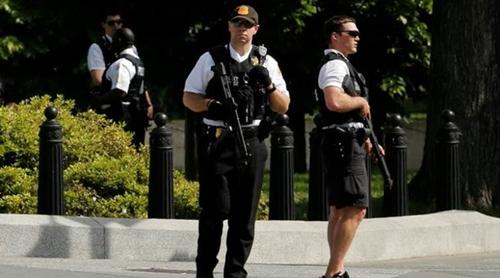 Người đàn ông nói với mật vụ Mỹ ông mang bom trong cốp xe. Ảnh: Reuters
