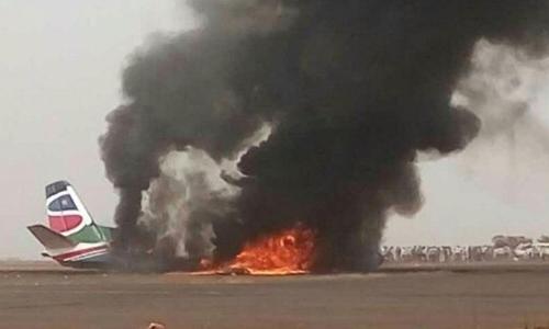 Phi cơ South Supreme Airlines bốc cháy tại sân bay. Ảnh: Xinhua.
