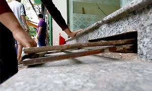Người Hà Nội làm bậc tam cấp ngầm trên vỉa hè từ 10 năm trước
