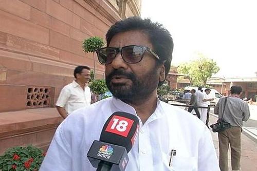 Ông Gaikwad trả lời phỏng vấn. Ảnh: TV Grab