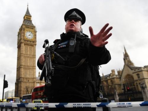 Cảnh sát tại hiện trường vụ tấn công ở thủ đô London. Ảnh: