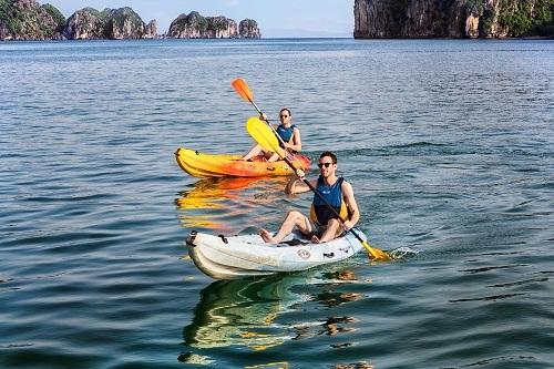 dung-dich-vu-cheo-kayak-tren-vinh-ha-long