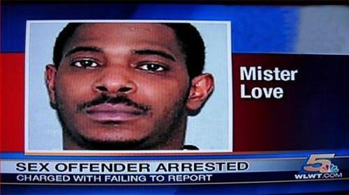 Quý ông Tình yêu bị bắt giữ vì tội xâm phạm tình dục.