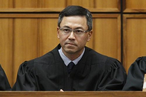 Derrick Watson, thẩm phán liên bang Mỹ ở Hawaii. Ảnh: AFP