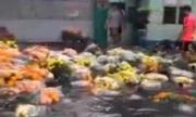 Hoa bán Tết bị cuốn trôi trong mưa lớn Sài Gòn