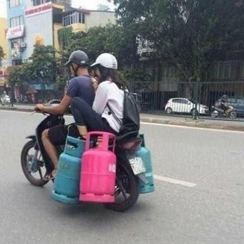 Người ta bảo con gái thích đi xe ga.