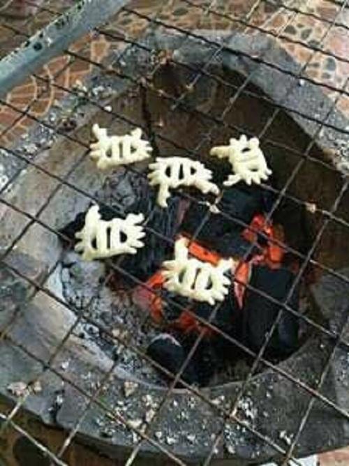 Cua nướng than hồng.