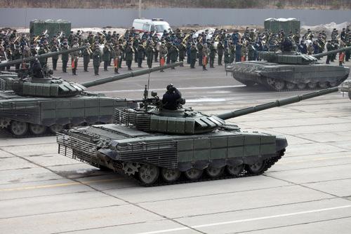 nga-ra-mat-xe-tang-t-72-moi-truoc-duyet-binh-ngay-chien-thang