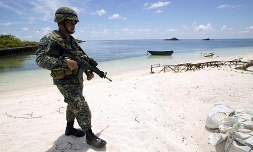Lính Philippines trên đảo Thị Tứ, quần đảo Trường Sa của Việt Nam. Ảnh: Reuters