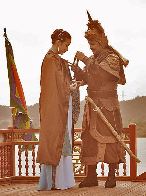 nhung-hat-san-gay-cuoi-trong-phim-co-trang-viet-nam-6