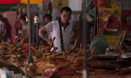 Chợ thịt chó ở thành phố Ngọc Lâm, tỉnh Quảng Tây, Trung Quốc. Ảnh: AFP