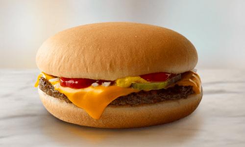 Một chiếc bánh mỳ phô mai củaMcDonald. Ảnh: Fox 8