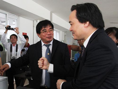 bo-truong-giao-duc-dung-mac-hoi-chung-truong-dai-hoc-40