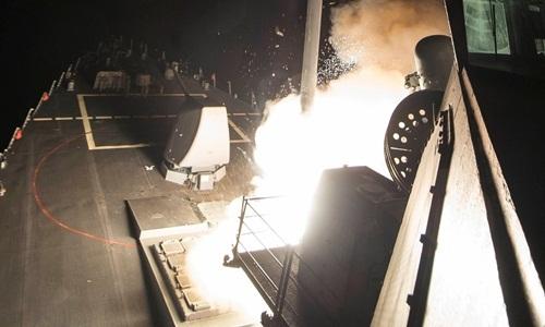59 quả tên lửa Mỹ đổ thêm dầu vào chảo lửa Syria