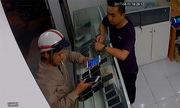 Chàng trai bay qua tủ kính đuổi cướp điện thoại