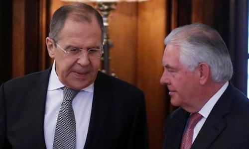 Ngoại trưởng Nga Lavrov (trái) và Ngoại trưởng Mỹ Tillerson. Ảnh: Reuters