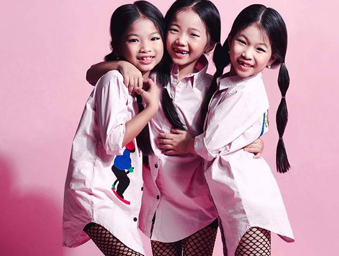 Chị em sinh ba tạo dáng chụp hình