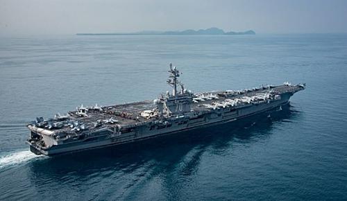 Tàu sân bay USS Carl Vinson tại eo biển Sunda hôm 15/4. Ảnh: USNavy