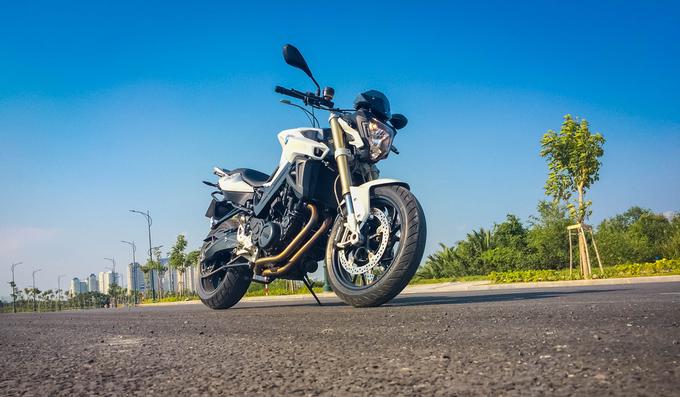 F800R - nakedbike đường phố đậm chất châu Âu