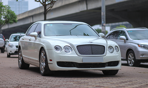 xe-sang-bentley-flying-spur-doi-2006-gia-hon-hai-ty-dong