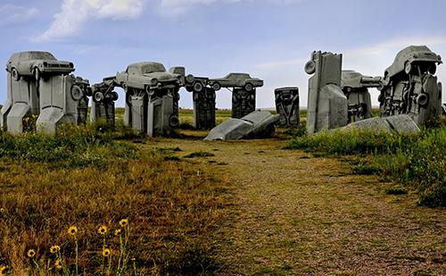 Carhenge, một tác phẩm điêu khắc ôtô được xây dựng ở Alliance.