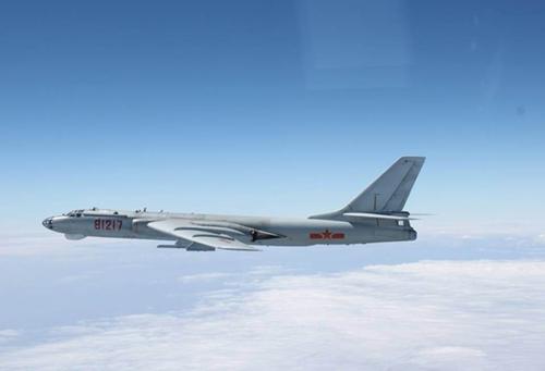 Máy bay ném bom H-6. Ảnh: Xinhua