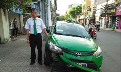 tai-xe-taxi-ke-lai-khoanh-khac-huc-ten-cuop-tui-xach-nga-nhao