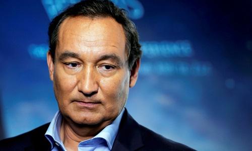 Giám đốc điều hành United Airlines Oscar Munoz. Ảnh: Reuters.
