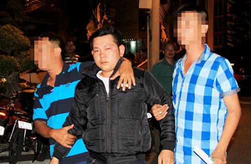 Hùng bị cảnh sát bắt giữ, sau gần tuần lẩn trốn. Ảnh: Xuân Ngọc