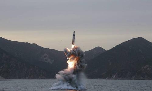 Triều Tiên phóng thử tên lửa từ tàu ngầm. Ảnh: KCNA